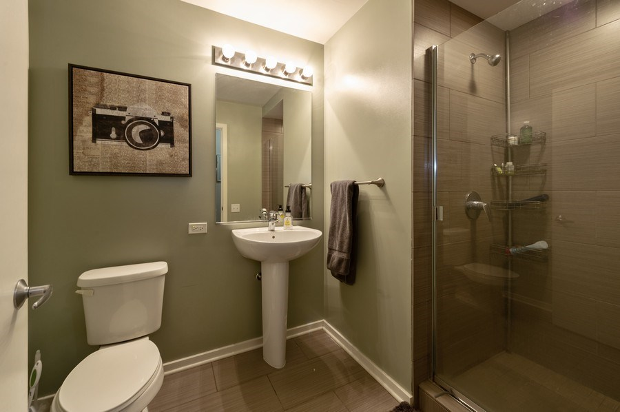 Real Estate Photography - 659 W Randolph, #909, Chicago, IL, 60661 - 2nd Bathroom