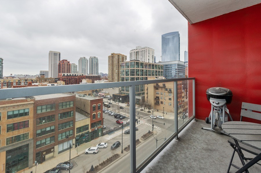 Real Estate Photography - 659 W Randolph, #909, Chicago, IL, 60661 - Balcony