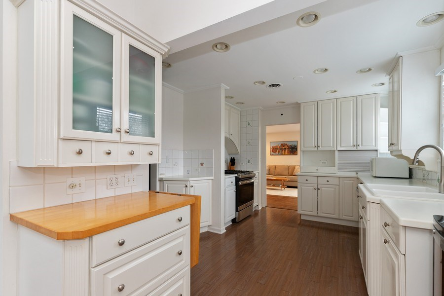 Real Estate Photography - 600 Garfield Ave, Lake Bluff, IL, 60044 - Kitchen