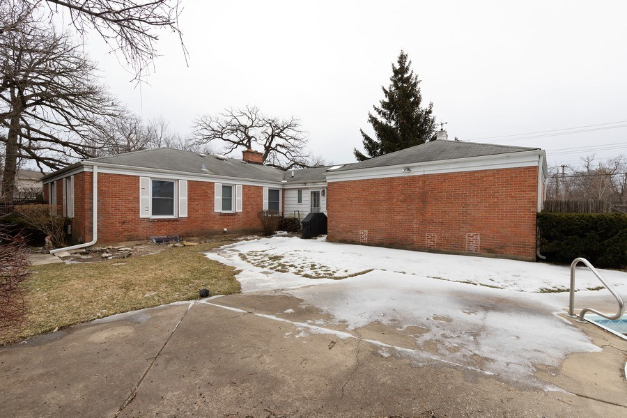 Real Estate Photography - 600 Garfield Ave, Lake Bluff, IL, 60044 - Rear View