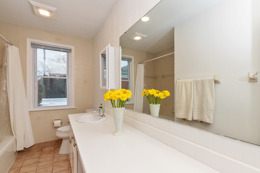 Real Estate Photography - 600 Garfield Ave, Lake Bluff, IL, 60044 - Bathroom