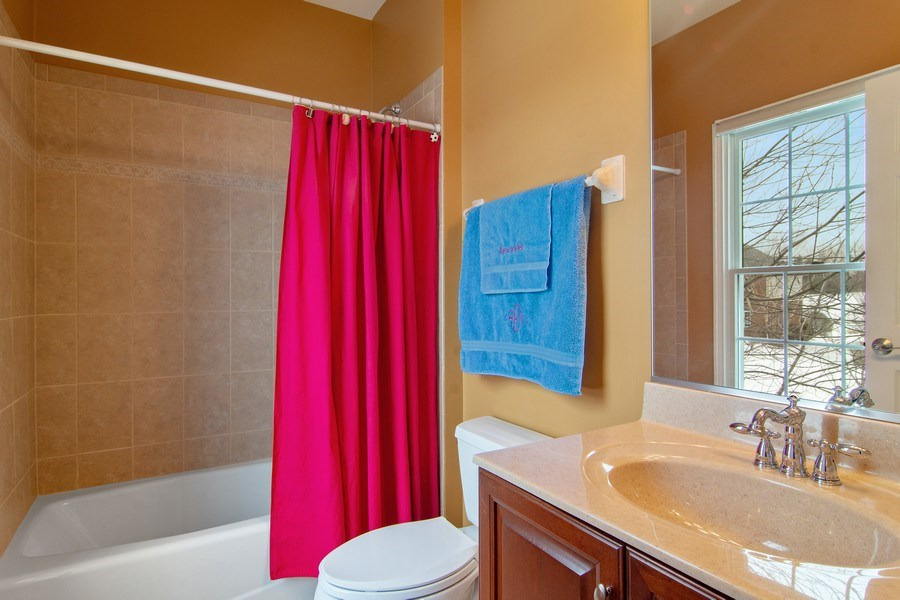 Real Estate Photography - 20 Doral Drive, Hawthorn Woods, IL, 60047 - 3rd Bathroom