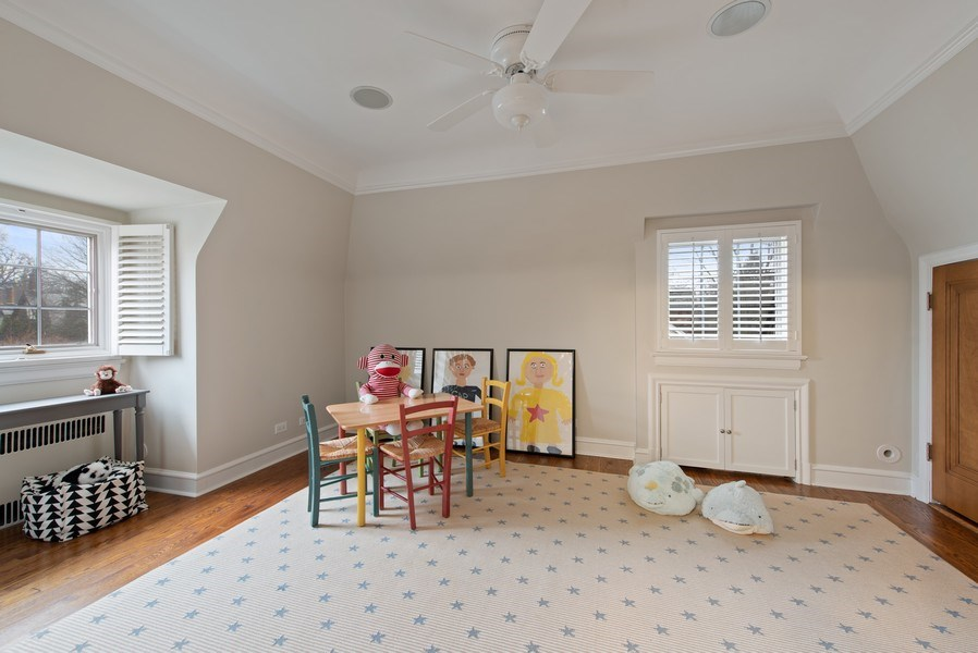 Real Estate Photography - 1200 Spruce, Winnetka, IL, 60093 - Bedroom/playroom