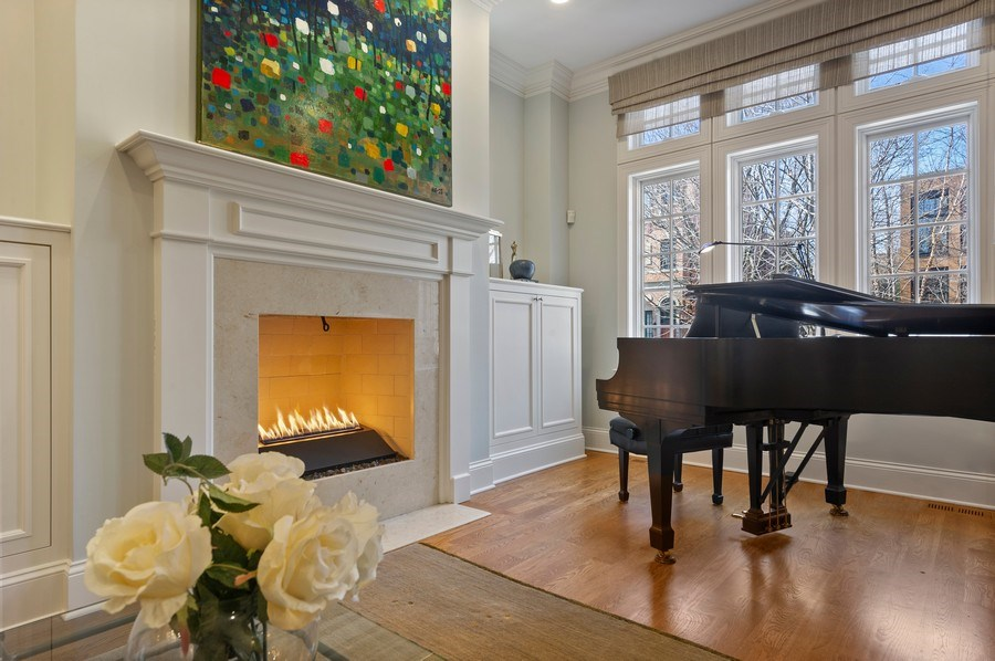 Real Estate Photography - 2309 N. Janssen Ave., Chicago, IL, 60614 - Living Room