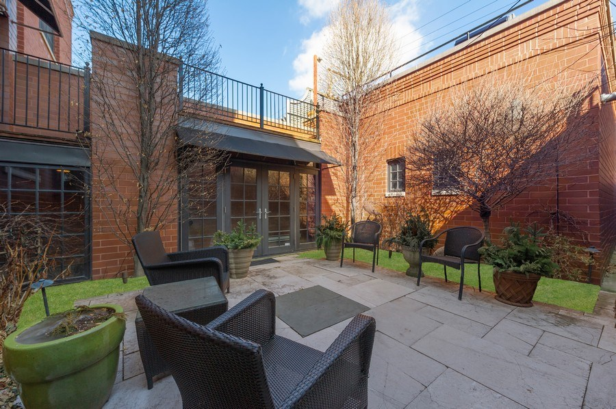 Real Estate Photography - 2309 N. Janssen Ave., Chicago, IL, 60614 - Patio