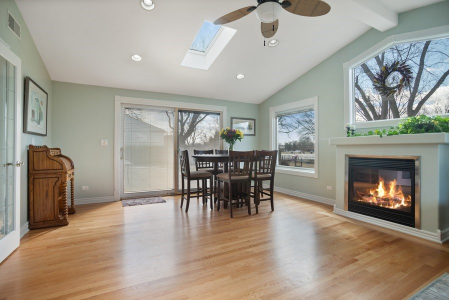 Real Estate Photography - 1711 S Milbrook Ln, Arlington Heights, IL, 60005 - Great Room