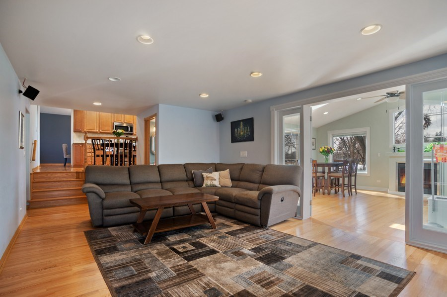 Real Estate Photography - 1711 S Milbrook Ln, Arlington Heights, IL, 60005 - Family Room