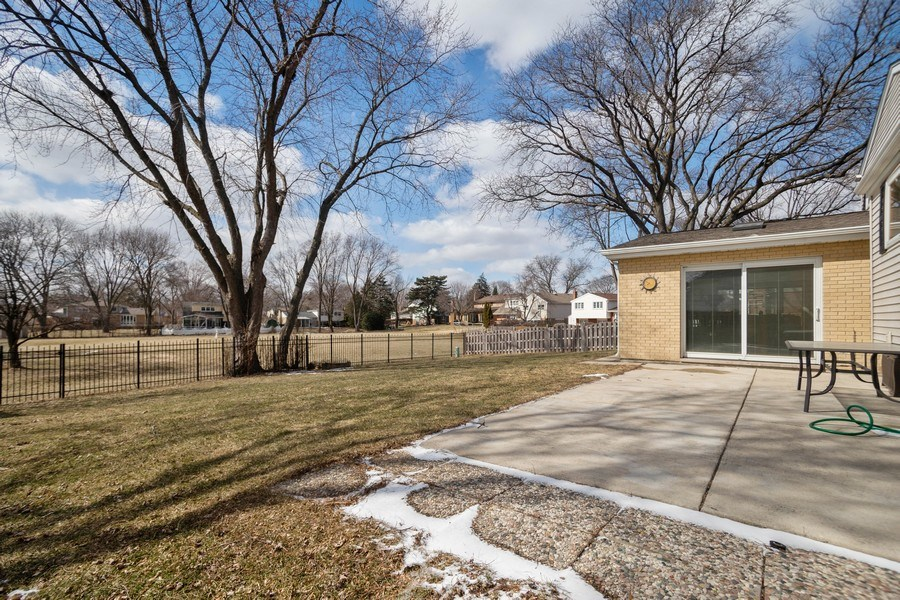 Real Estate Photography - 1711 S Milbrook Ln, Arlington Heights, IL, 60005 - Back Yard