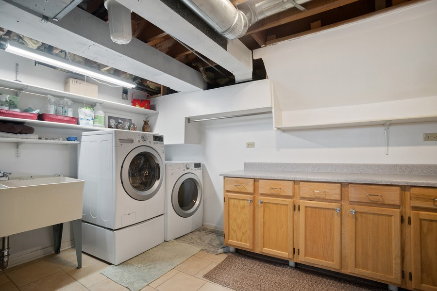 Real Estate Photography - 1711 S Milbrook Ln, Arlington Heights, IL, 60005 - Laundry Room