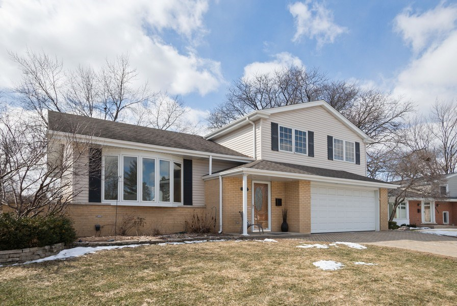 Real Estate Photography - 1711 S Milbrook Ln, Arlington Heights, IL, 60005 - Front View