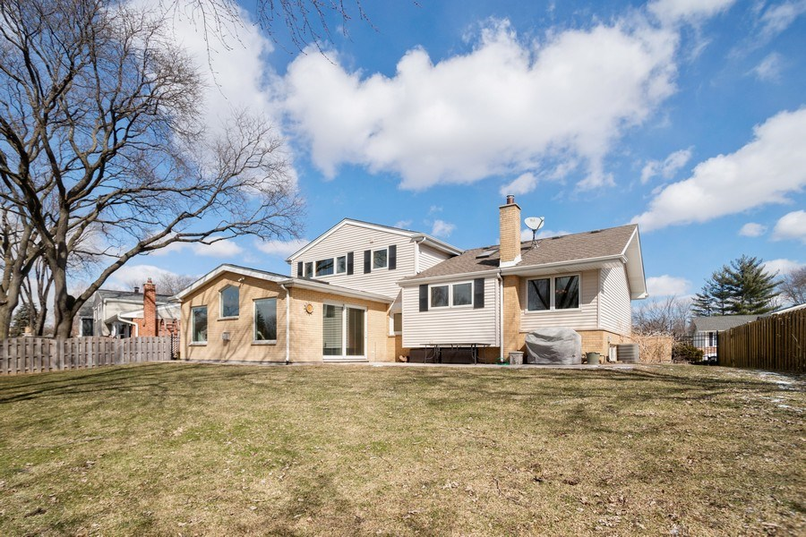 Real Estate Photography - 1711 S Milbrook Ln, Arlington Heights, IL, 60005 - Rear View