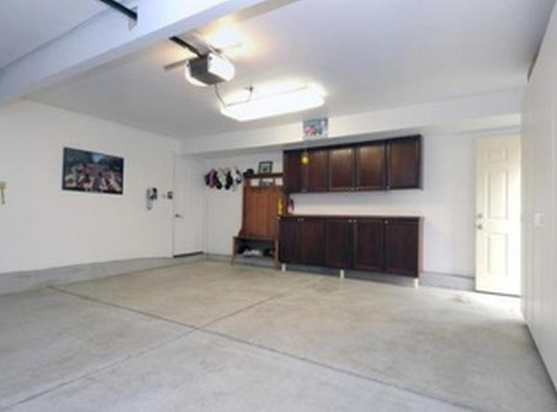 Real Estate Photography - 1711 S Milbrook Ln, Arlington Heights, IL, 60005 - Garage