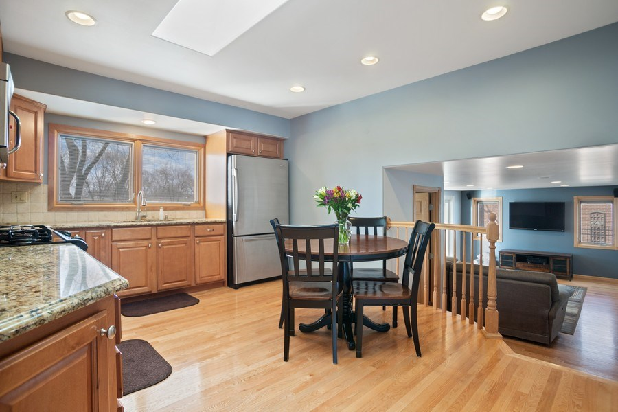 Real Estate Photography - 1711 S Milbrook Ln, Arlington Heights, IL, 60005 - Kitchen