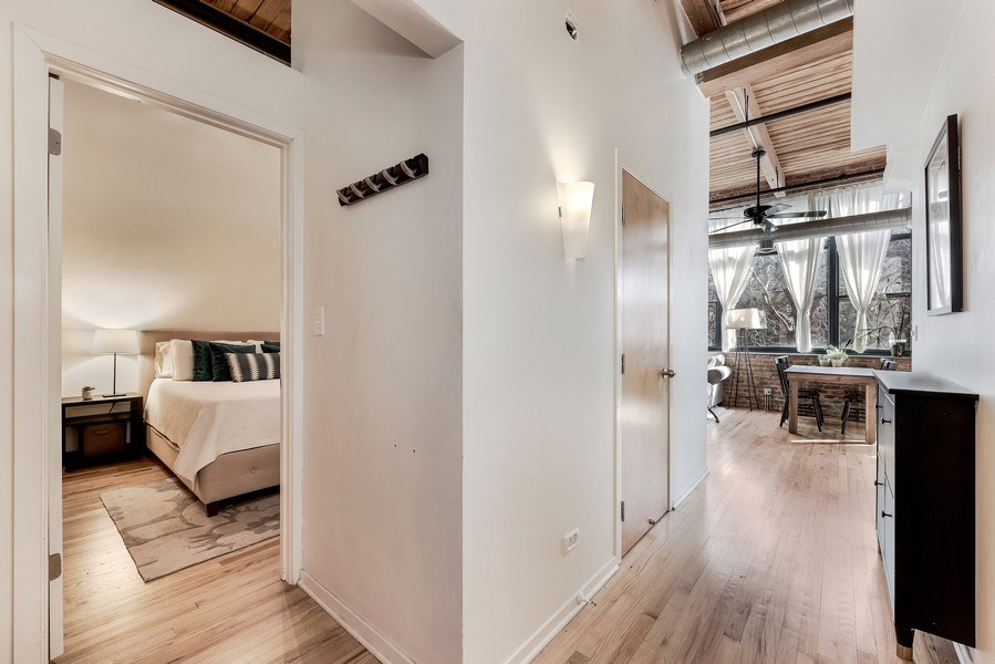 Real Estate Photography - 1259 N Wood St, 206, Chicago, IL, 60622 - Foyer