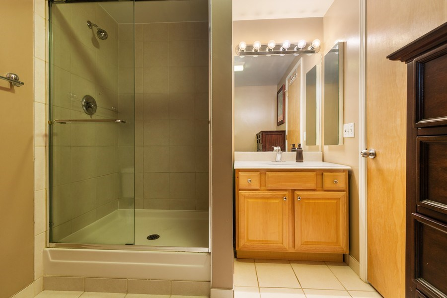 Real Estate Photography - 2735 W. Armitage, Unit 207, Chicago, IL, 60622 - 2nd bath