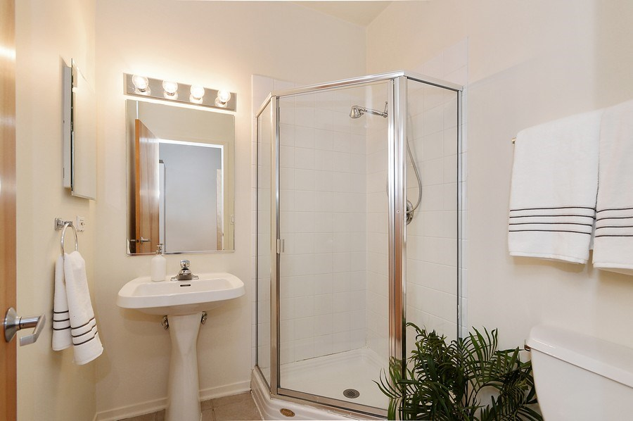 Real Estate Photography - 1935 N. Fairfield, #104, Chicago, IL, 60647 - 2nd Bathroom