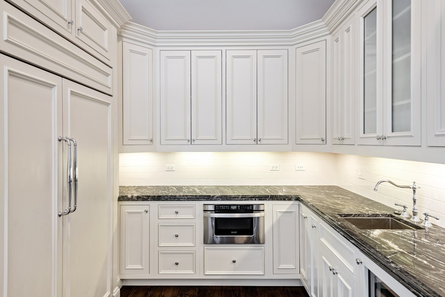 Real Estate Photography - 1921 W George, Chicago, IL, 60618 - Kitchen