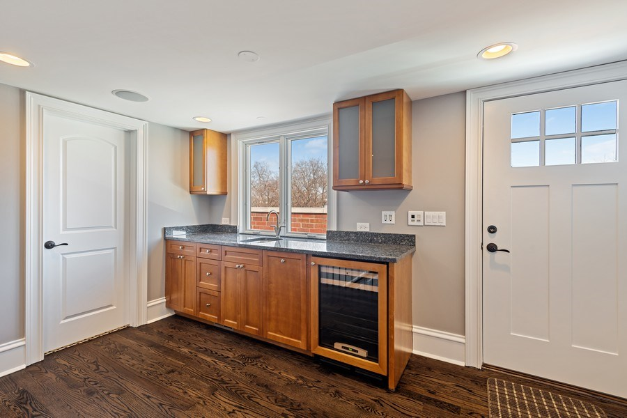 Real Estate Photography - 1921 W George, Chicago, IL, 60618 - Penthouse with Wet Bar