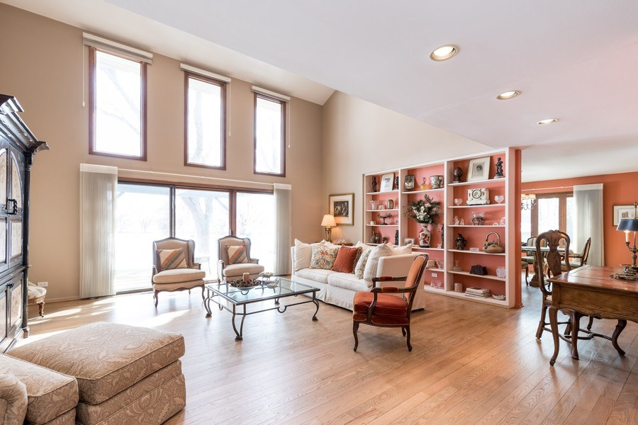 Real Estate Photography - 19441 W Tahoe Dr, Mundelein, IL, 60060 - Living Room