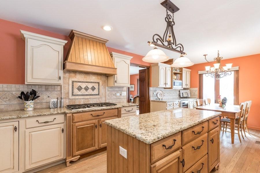 Real Estate Photography - 19441 W Tahoe Dr, Mundelein, IL, 60060 - Kitchen / Breakfast Room