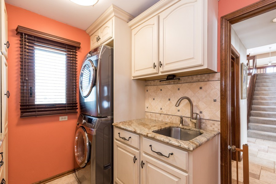 Real Estate Photography - 19441 W Tahoe Dr, Mundelein, IL, 60060 - Laundry Room