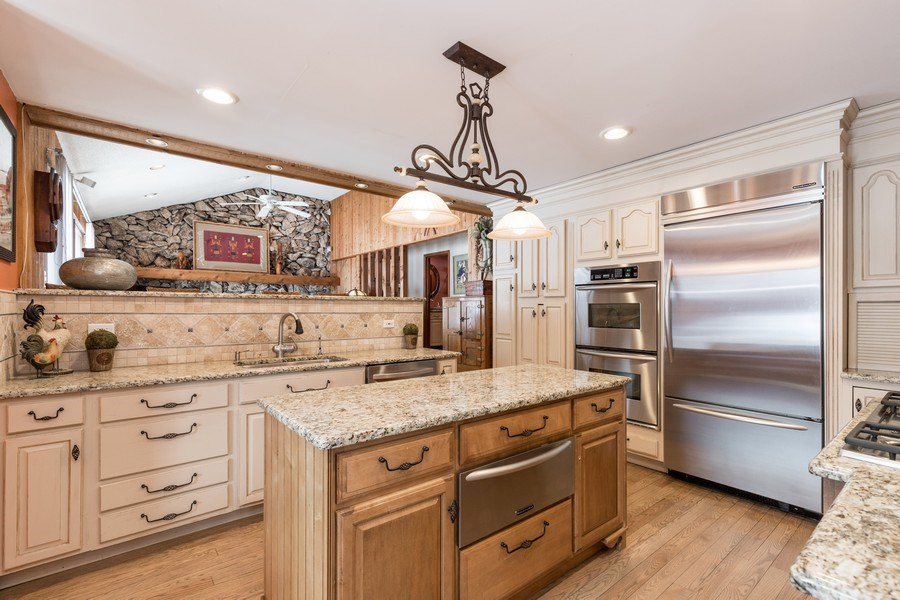Real Estate Photography - 19441 W Tahoe Dr, Mundelein, IL, 60060 - Kitchen