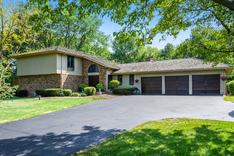 Real Estate Photography - 19441 W Tahoe Dr, Mundelein, IL, 60060 - Front View