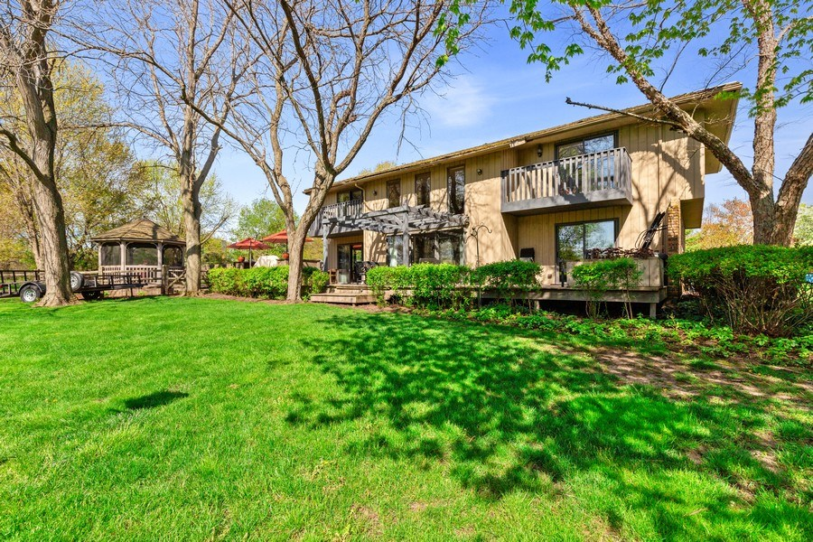 Real Estate Photography - 19441 W Tahoe Dr, Mundelein, IL, 60060 - Side View