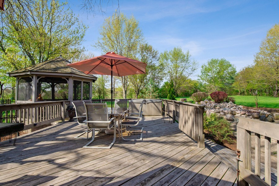 Real Estate Photography - 19441 W Tahoe Dr, Mundelein, IL, 60060 - Deck