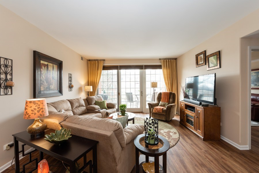 Real Estate Photography - 543 N Hough St, Unit 204, Barrington, IL, 60010 - Living Room