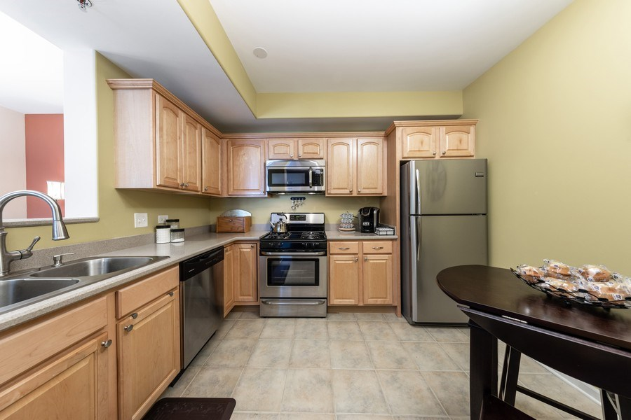 Real Estate Photography - 543 N Hough St, Unit 204, Barrington, IL, 60010 - Kitchen