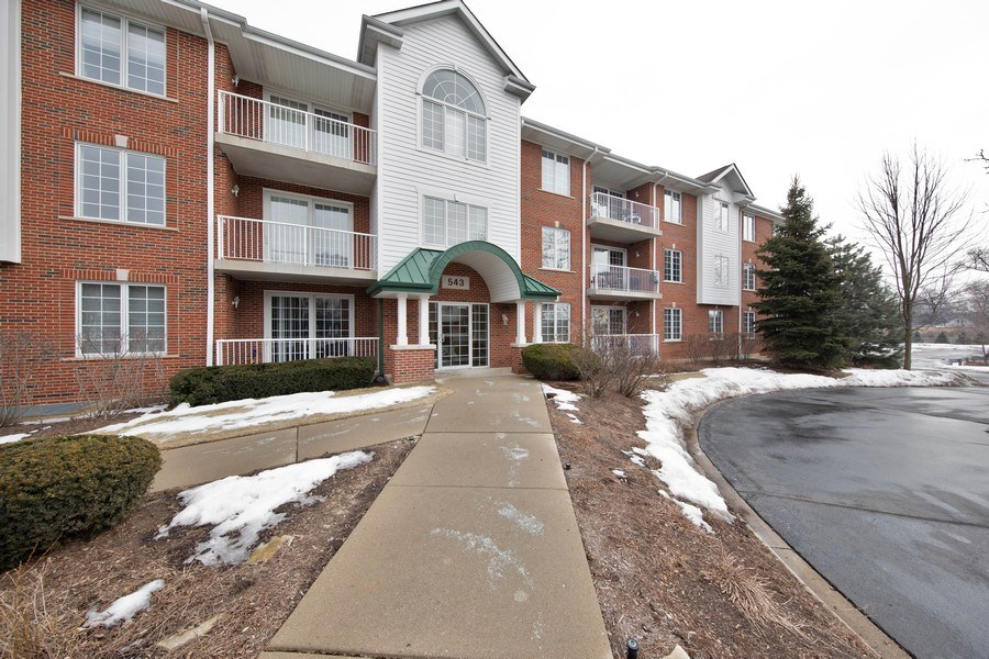 Real Estate Photography - 543 N Hough St, Unit 204, Barrington, IL, 60010 - Front View