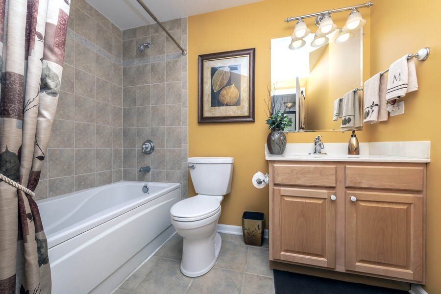 Real Estate Photography - 543 N Hough St, Unit 204, Barrington, IL, 60010 - 2nd Bathroom