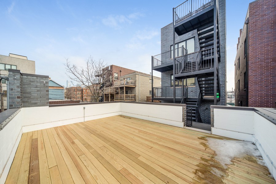 Real Estate Photography - 1220 W OHIO STREET 1, CHICAGO, IL, 60642 - Deck