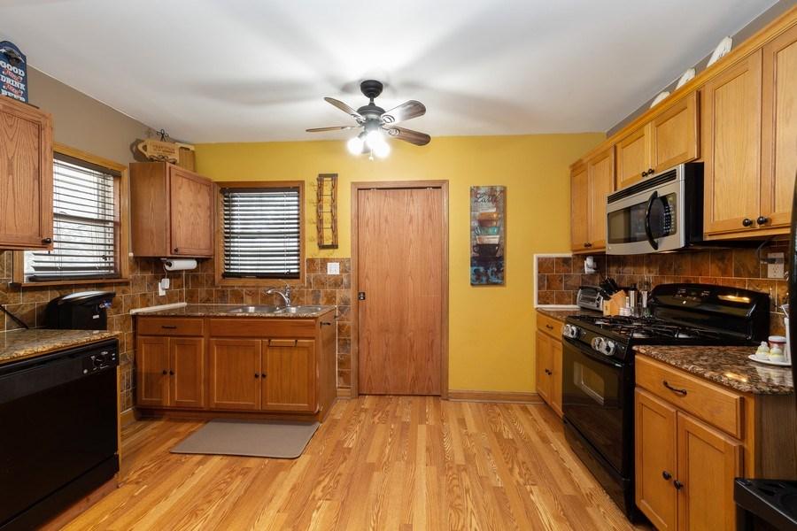 Real Estate Photography - 300 N Princeton Ave, Villa Park, IL, 60181 - Kitchen