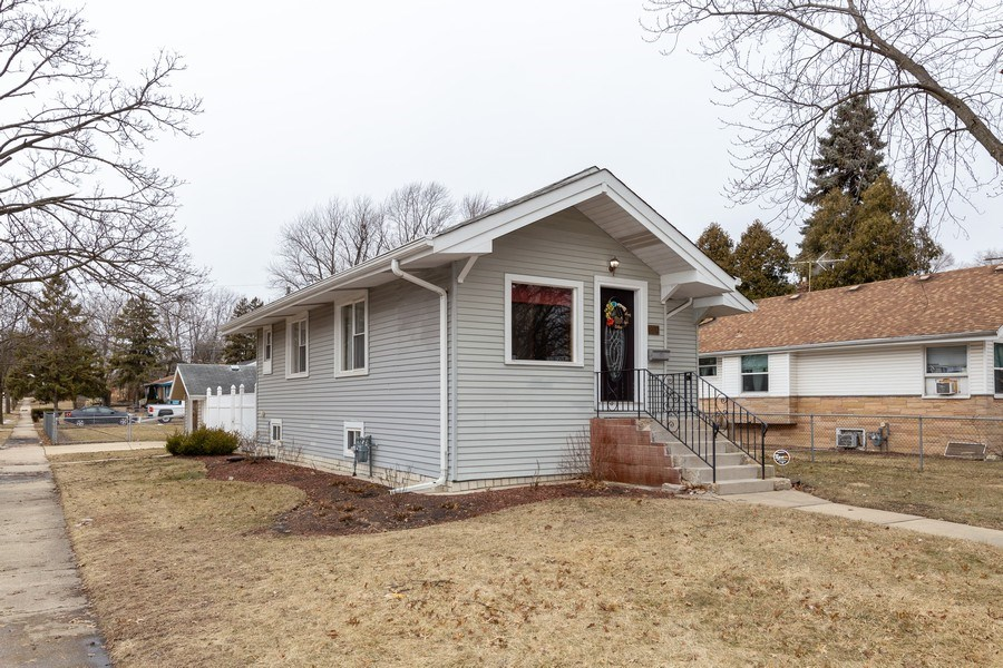 Real Estate Photography - 300 N Princeton Ave, Villa Park, IL, 60181 - Front View