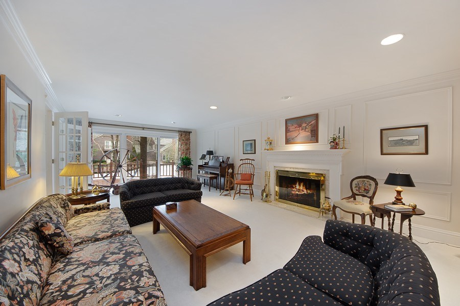 Real Estate Photography - 2 Court of Natchez, Lincolnshire, IL, 60069 - Living Room