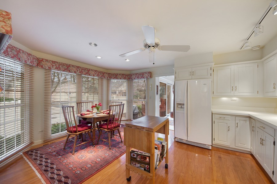 Real Estate Photography - 2 Court of Natchez, Lincolnshire, IL, 60069 - Kitchen / Breakfast Room