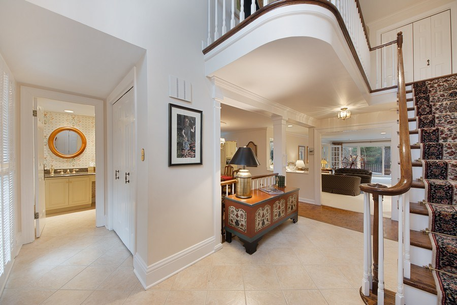 Real Estate Photography - 2 Court of Natchez, Lincolnshire, IL, 60069 - Foyer