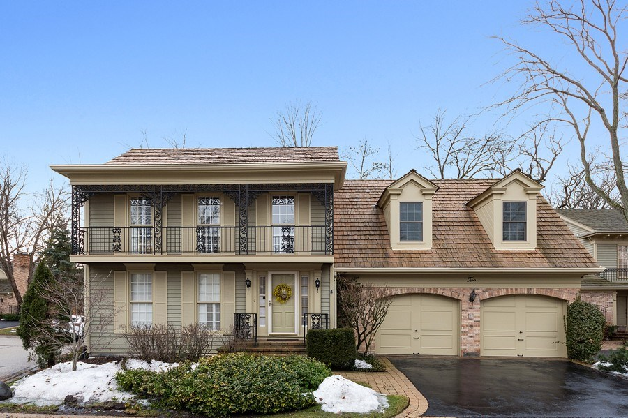 Real Estate Photography - 2 Court of Natchez, Lincolnshire, IL, 60069 - Front View