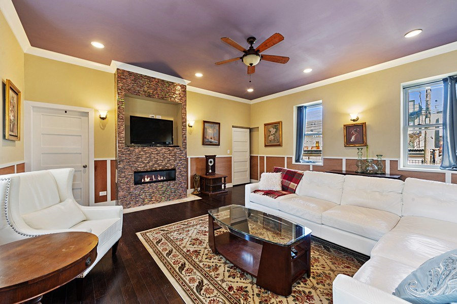 Real Estate Photography - 4541 S Michigan Ave, Chicago, IL, 60653 - Coach House Living Room