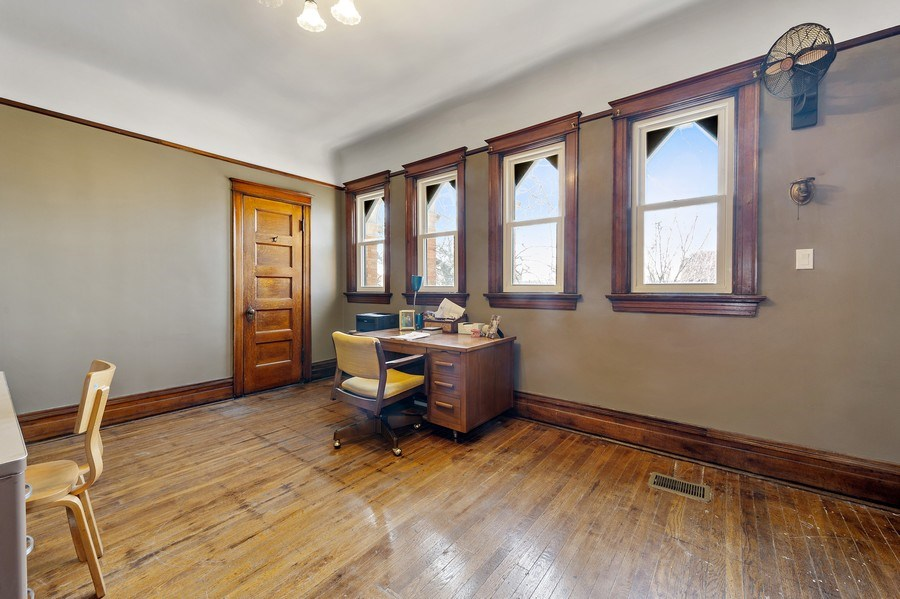 Real Estate Photography - 4541 S Michigan Ave, Chicago, IL, 60653 - Office