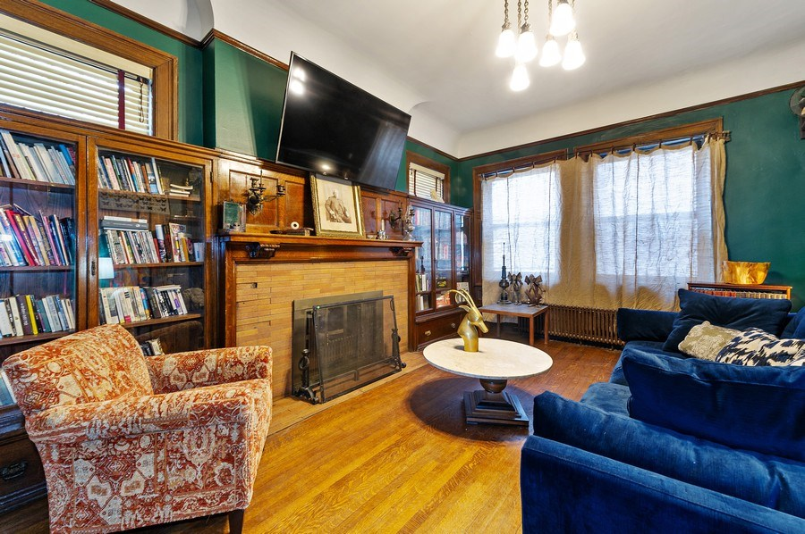 Real Estate Photography - 4541 S Michigan Ave, Chicago, IL, 60653 - Library