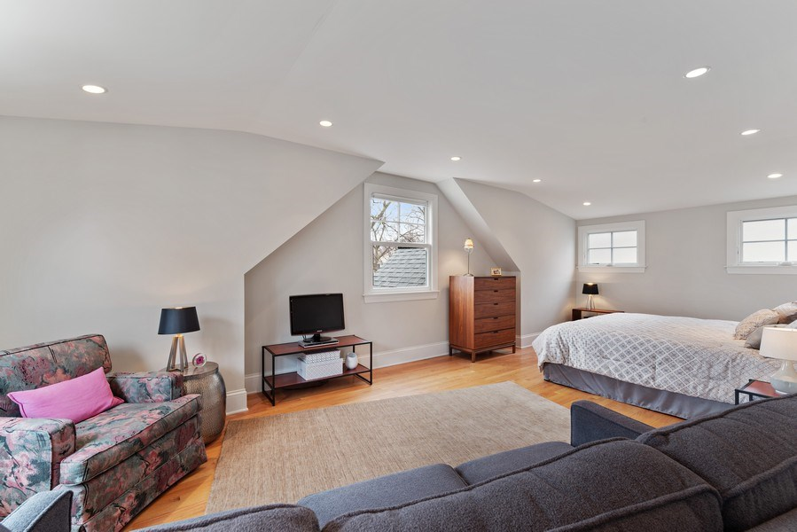Real Estate Photography - 1725 Maplewood Ln, Glenview, IL, 60025 - Master Bedroom