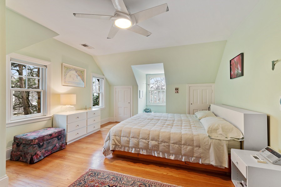 Real Estate Photography - 1725 Maplewood Ln, Glenview, IL, 60025 - 2nd Bedroom