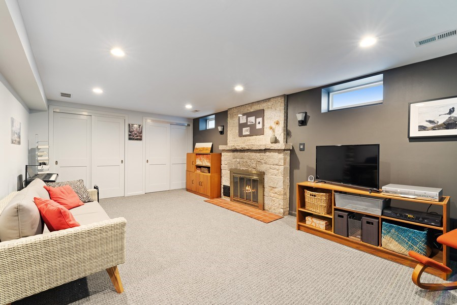 Real Estate Photography - 1725 Maplewood Ln, Glenview, IL, 60025 - Recreation Room