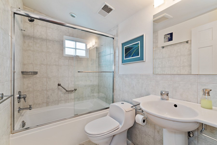 Real Estate Photography - 1725 Maplewood Ln, Glenview, IL, 60025 - Bathroom