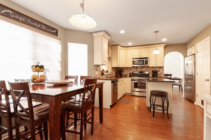 Real Estate Photography - 1068 Talbot Ln, Grayslake, IL, 60030 - Kitchen / Breakfast Room