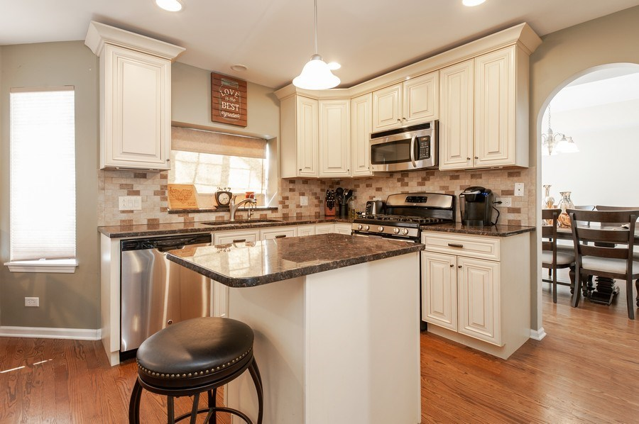 Real Estate Photography - 1068 Talbot Ln, Grayslake, IL, 60030 - Kitchen