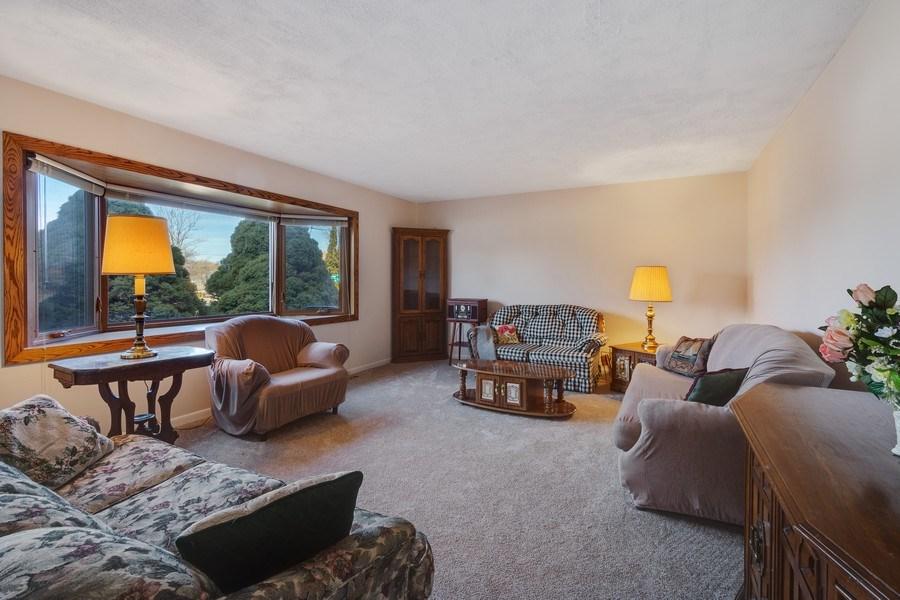 Real Estate Photography - 1721 Glen Lake Rd, Hoffman Estates, IL, 60169 - Living Room